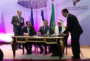 Talal Idriss of Bahra Cables signs the two MoUs with Pierre Blayau, President of Surveillance Board of AREVA, and Henri Proglio, Chairman and CEO of EDF. (Image source: Bahra Cables)